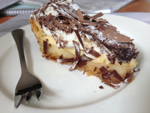 Alleen het gebak wil ik nog wel delen, nou ja de foto dan, want het stuk is al lang op.