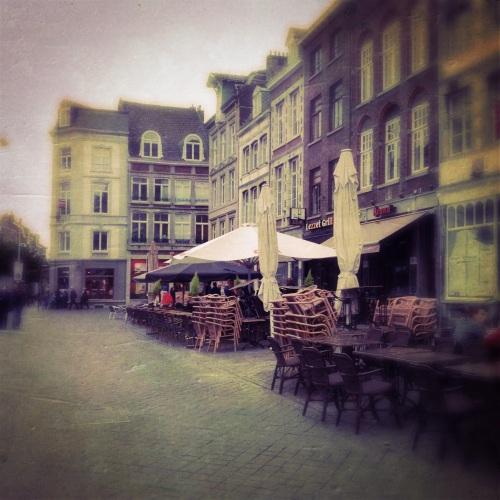 Ook Maastricht heeft last van de regen. Lege straten en pleinen