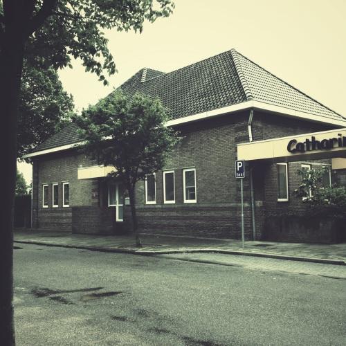 De oude jongensschool doet al sinds jaren dienst als gemeenschapshuis.