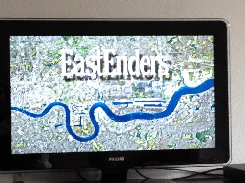 De rest van de middag bekijk ik de afleveringen van EastEnders van de afgelopen week.