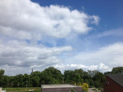 Een nog steeds is de lucht blauw