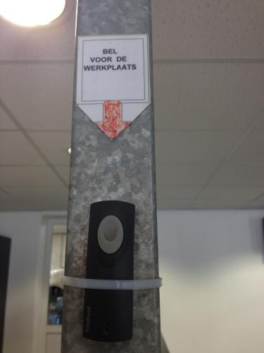 De werkplaats heeft een bel