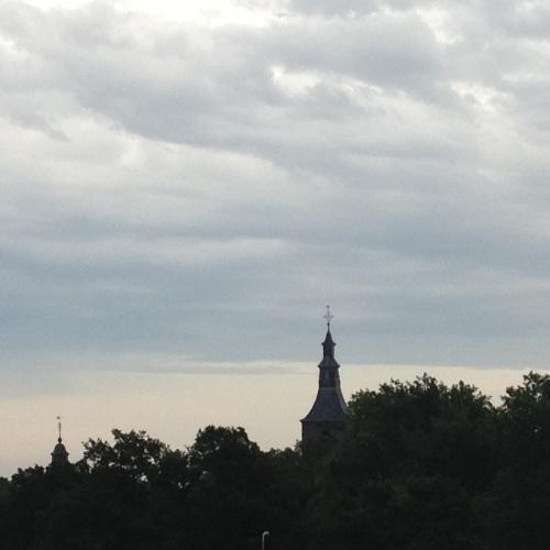 Een laatste blik op Rolduc, de lucht nog steeds grijs. Dag dag, tot morgen!