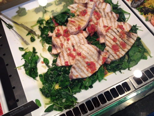 Lunch, we eten zwaardvis met spinazie...Saveurs op z'n best.