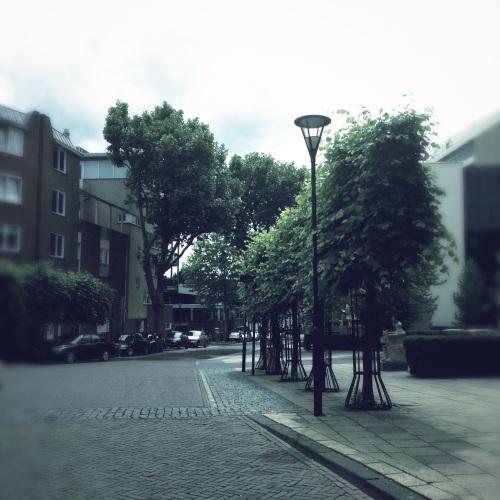´t is nog rustig op straat. Zondag rustdag...