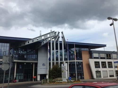 Het Eurode Business center. Met een voet in Nederland en de andere in Duistland. We leven hier echt op het randje