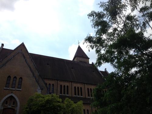 en een oude kerk.