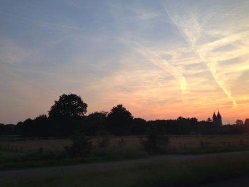 Onderweg de zon zien verdwijnen. Het was een prachtige dag. Dag dag, tot later!