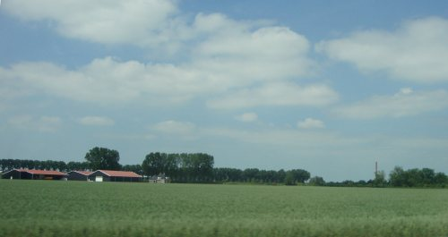 Het land wordt steeds vlakker, de lucht steeds blauwer...vakantiegevoel..