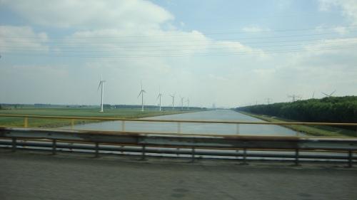 Nog meer water en moderne windmolens.