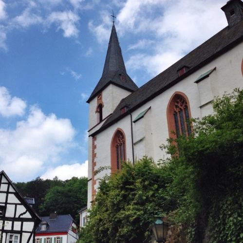 Veel oud vakwerk en kerkjes die hoog boven het dorp uitsteken.