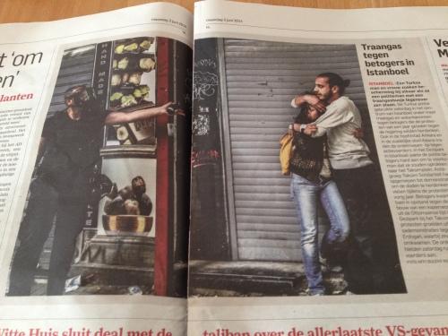 Aangrijpend om te zien hoe in democratisch Turkye een man zijn vriendin beschermt tegen het `gezag`