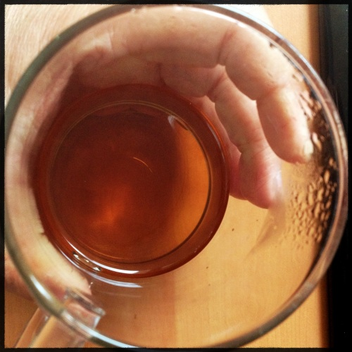 Warme thee en koude handen.