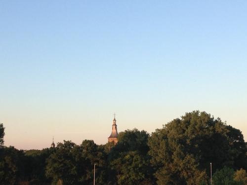 Snel naar boven, de toren wacht. Dag dag, tot morgen!