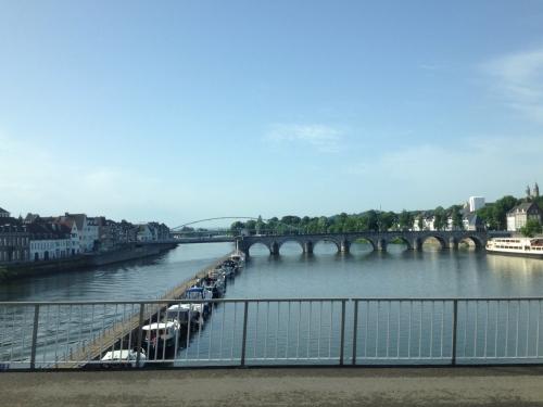 Hallo Maastricht, Ook weer in rustig vaarwater terechtgekomen zie ik.