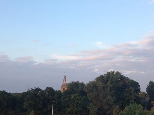 Hallo toren, wat staat die kleur je toch goed.