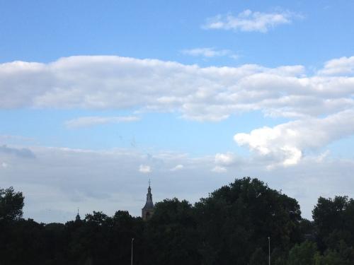 Het wordt steeds blauwer om de toren.
