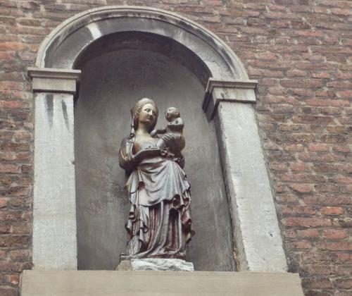 Ave Maria, in een bijna niet bekende doorgang kom je dit pareltje tegen.