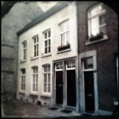 Prachtige oude huisjes die weggedoken in achteraf straatjes de jaren rustig aan zich voorbij laten gaan.