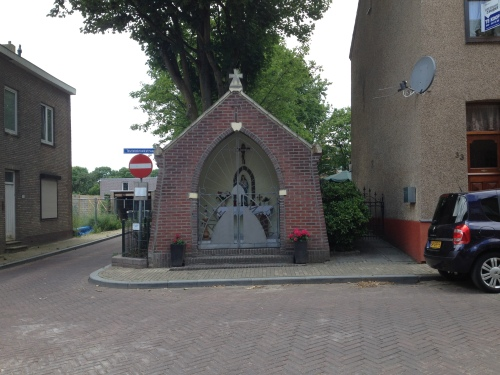 en een (mij) onbekend kapelletje