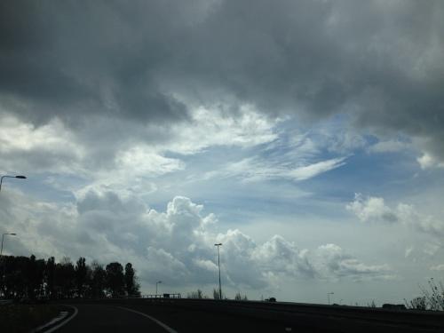 Het zijn weer onvervalste Hollands luchten.