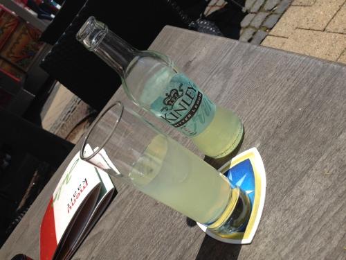 Terras in de zon met een koud  drankje en bijkletsen met Tess (geen foto)