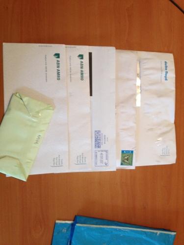 Wij krijgen de post van de buren, waaronder vertrouwelijke stukken,..... en zij krijgen alle post van ons...Ruilen?
