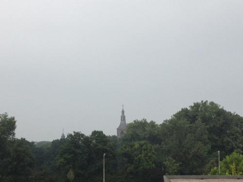 De toren ziet het nog steeds somber in. Dag dag, tot morgen