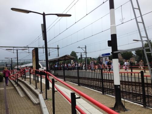Valkenburg. De trein gaat niet verder, uitstappen en wachten op een bus.