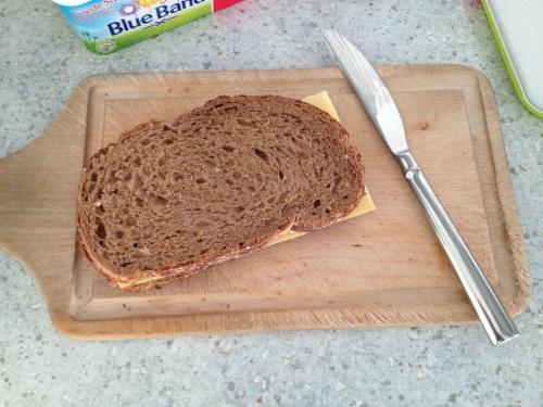 Een nieuw begin, boterham met kaas voor de lunch.