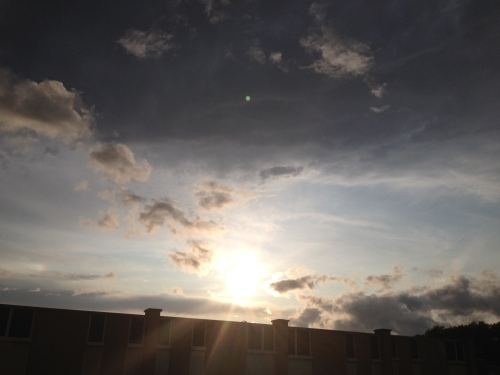 en dan straalt aan de andere kant de zon weer.