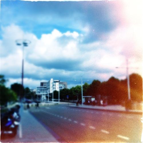 Grijs en nat worden afgewisseld met helder blauw en imposante wolken.