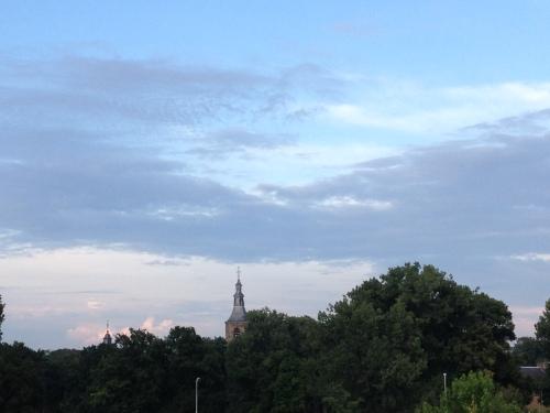 De toren lijkt opgelucht.